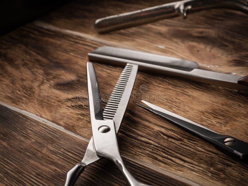 De kapper winkelt hulpmiddelen op houten bureau royalty-vrije stock foto's