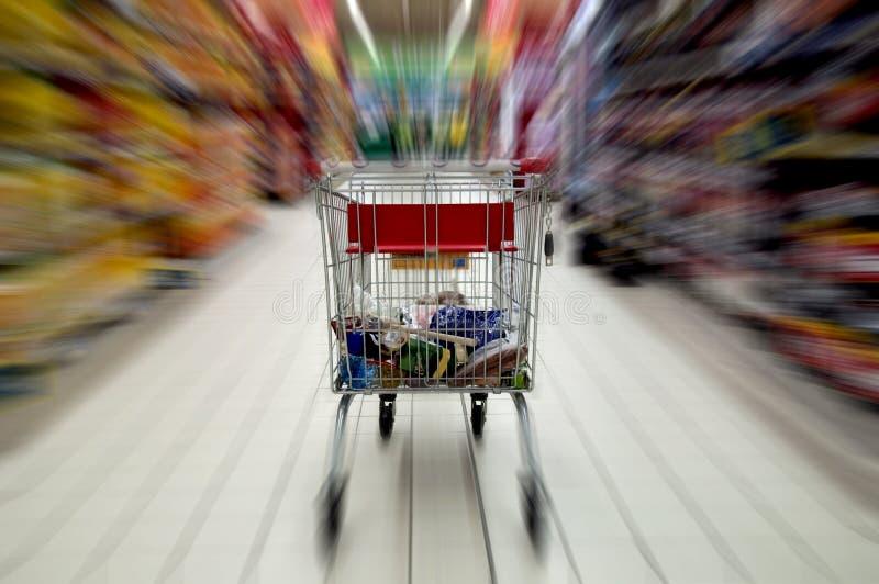 De kar van de supermarkt stock afbeeldingen