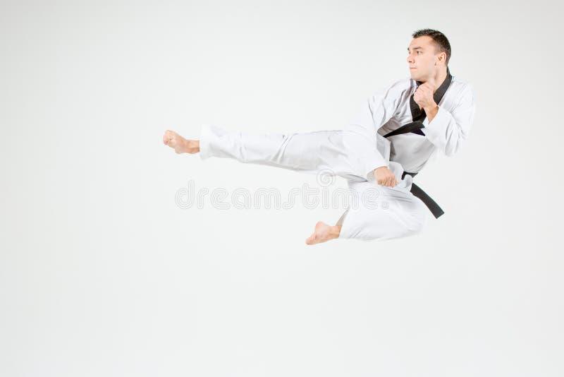 De karateman met zwart band stock afbeelding