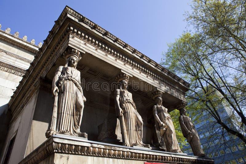 De kariatiden bij St Pancras de Kerk van de Parochie royalty-vrije stock foto's