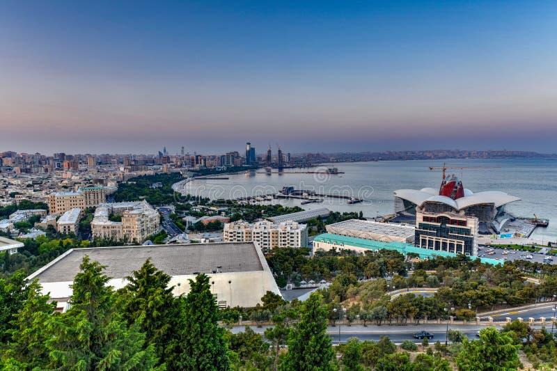 De Kaspische Wandelgalerij van de Waterkant - Baku, Azerbeidzjan royalty-vrije stock afbeeldingen