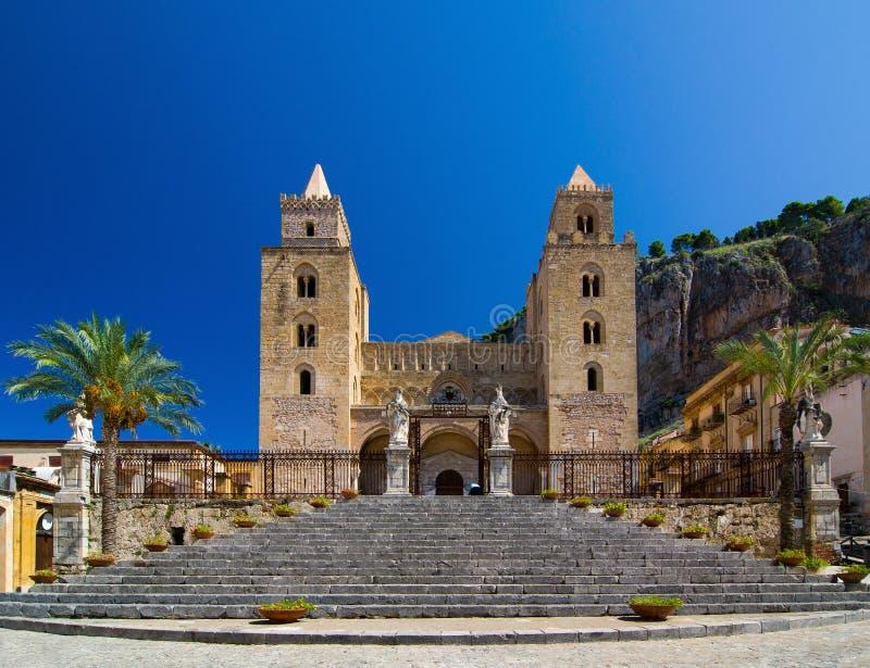 De kathedraal-Basiliek van Cefalu is een kerk in Cefalu, Sicilië stock foto
