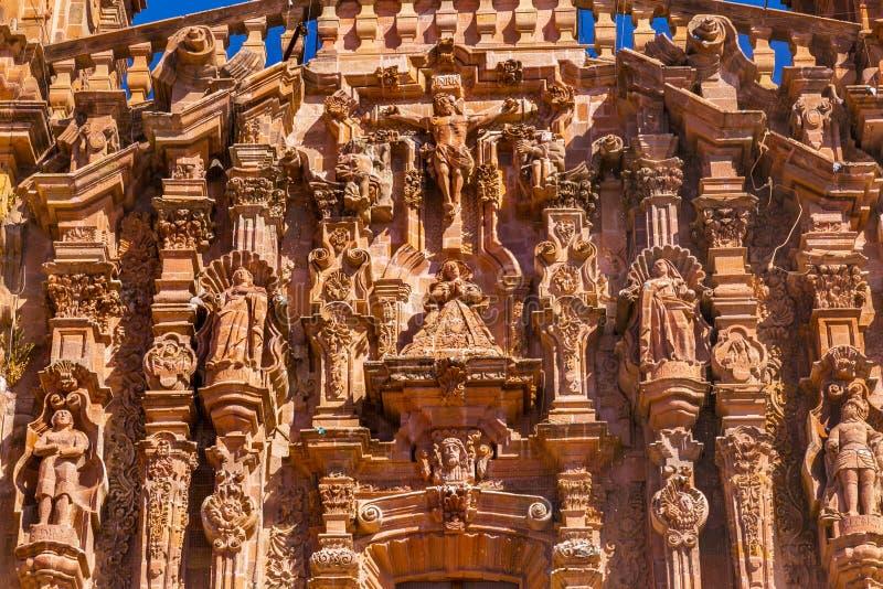 De Kathedraal Dolores Hidalalgo Mexico van Parroquia van voorgevelstandbeelden royalty-vrije stock fotografie