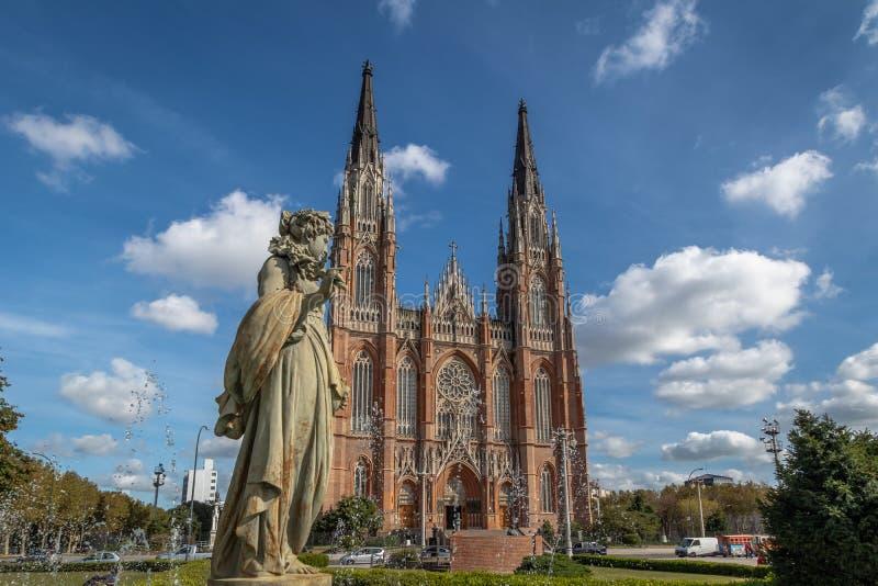 De Kathedraal en Plein Moreno Fountain van La Plata - La Plata, de Provincie van Buenos aires, Argentinië stock afbeeldingen