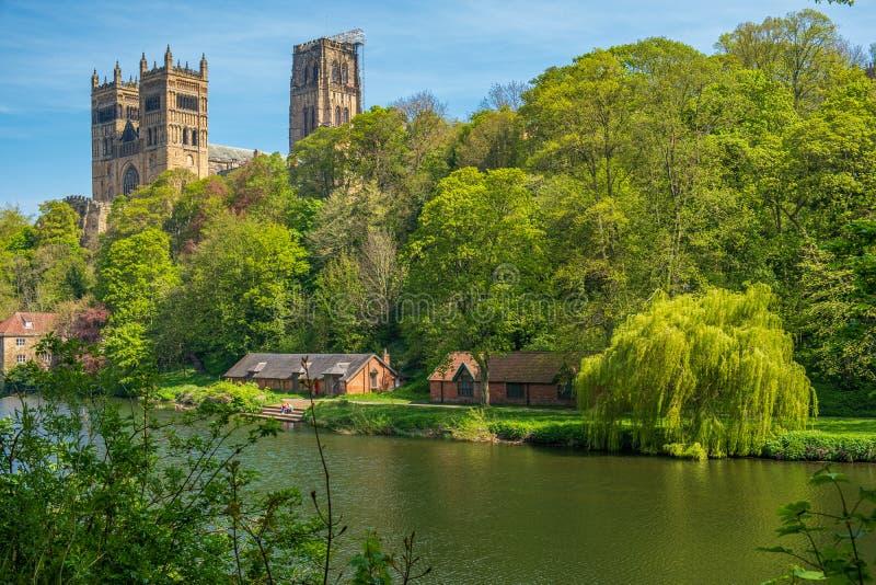 De Kathedraal en de Rivierslijtage van Durham in de Lente in Durham, het Verenigd Koninkrijk stock foto's
