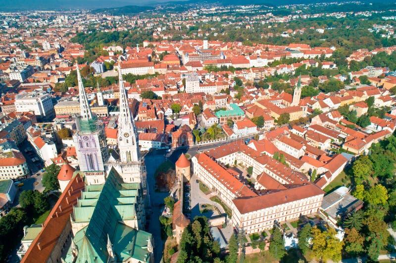 De kathedraal en de stadscentrumsatellietbeeld van Zagreb stock fotografie