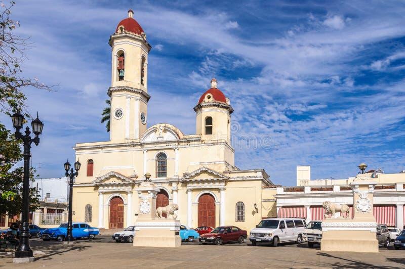 De Kathedraal in Jose Marti Park in Cienfuegos, Cuba stock foto's