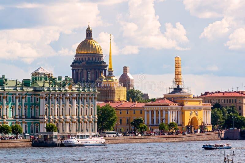 De Kathedraal van admiraliteit en St Isaac in St. Petersburg stock foto's