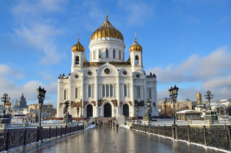 De Kathedraal van Christus de Verlosser, de Patriarchale brug, Moskou stock afbeelding
