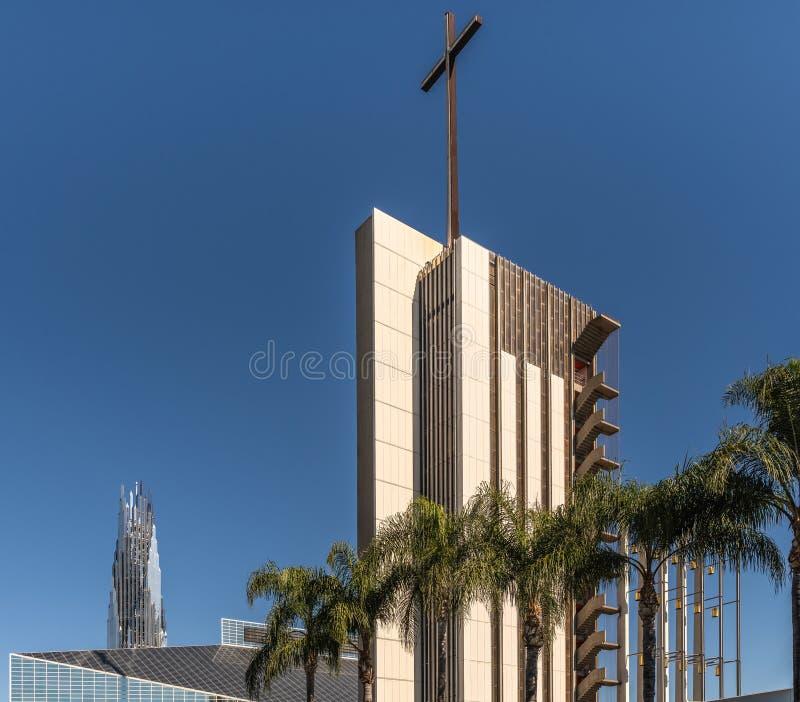 De Kathedraal van Christus, Toren van hoop en de Toren van kristalcrean in Tuinbosje, Californië stock foto's