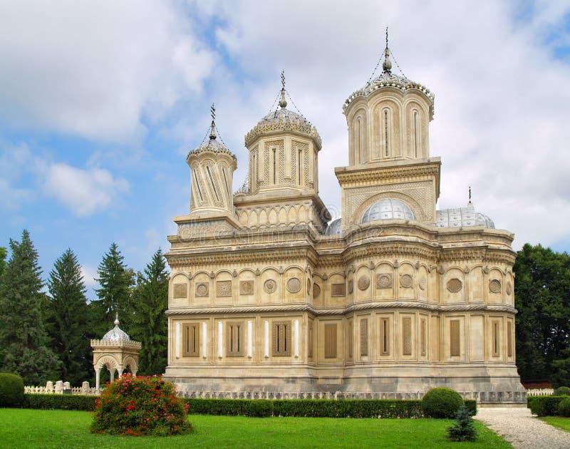 De kathedraal van Curtea de Arges, Roemenië, Manole builder legende - landschap panorama royalty-vrije stock foto's