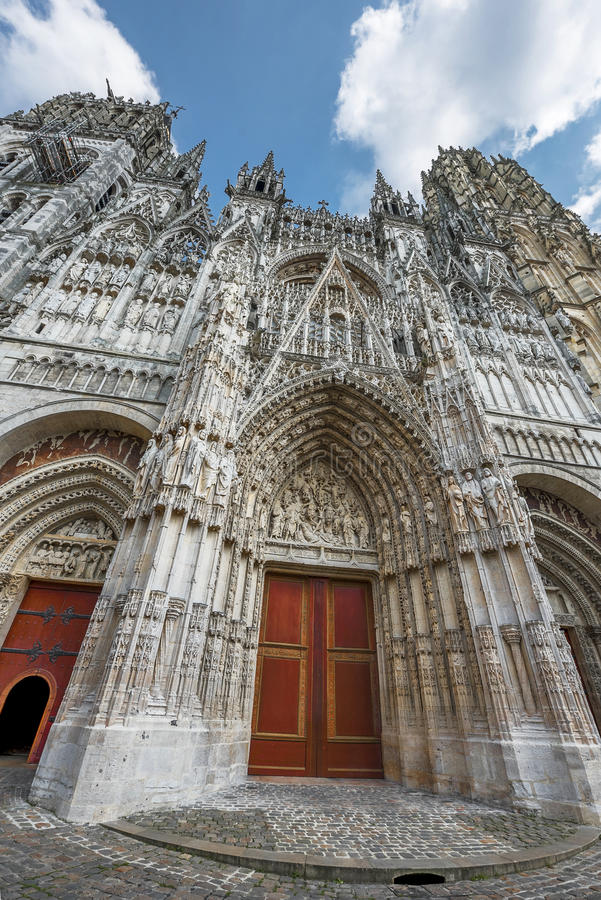 De kathedraal van de reizenstad royalty-vrije stock fotografie
