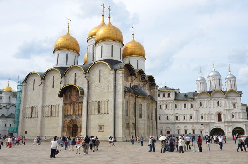 De Kathedraal van Dormition in Moskou het Kremlin, Rusland stock foto