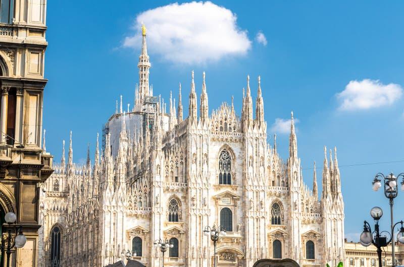 De kathedraal van Duomodi Milaan op Piazza del Duomo vierkant, Milaan, Italië royalty-vrije stock foto's
