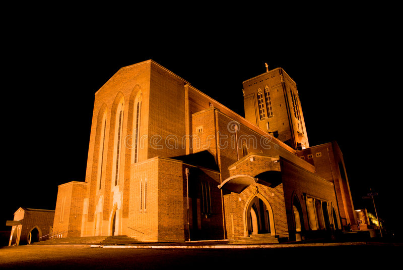 De Kathedraal van Guildford bij Nacht royalty-vrije stock afbeelding