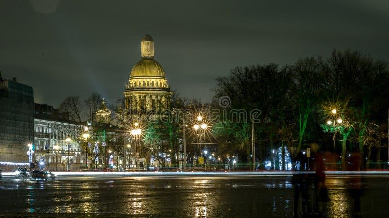 De Kathedraal van heilige Isaac `s Mening van het Paleisvierkant stock foto's