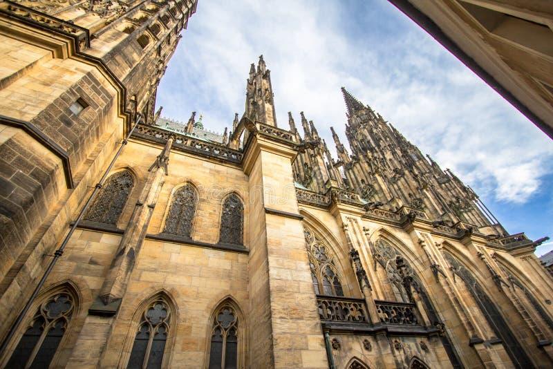 Download De Kathedraal Van Heilige Vitus ` S In Praag Stock Afbeelding - Afbeelding bestaande uit huis, stad: 107701107