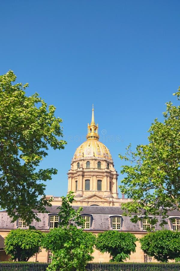De Kathedraal van Invalids in zonnige de lentedag Beroemde toeristische plaatsen en reisbestemmingen in Parijs stock foto
