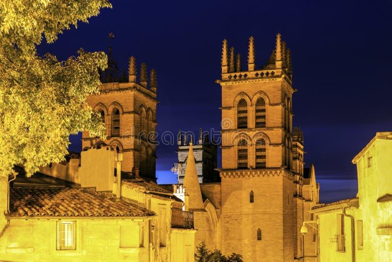 De Kathedraal van Montpellier bij nacht royalty-vrije stock afbeelding
