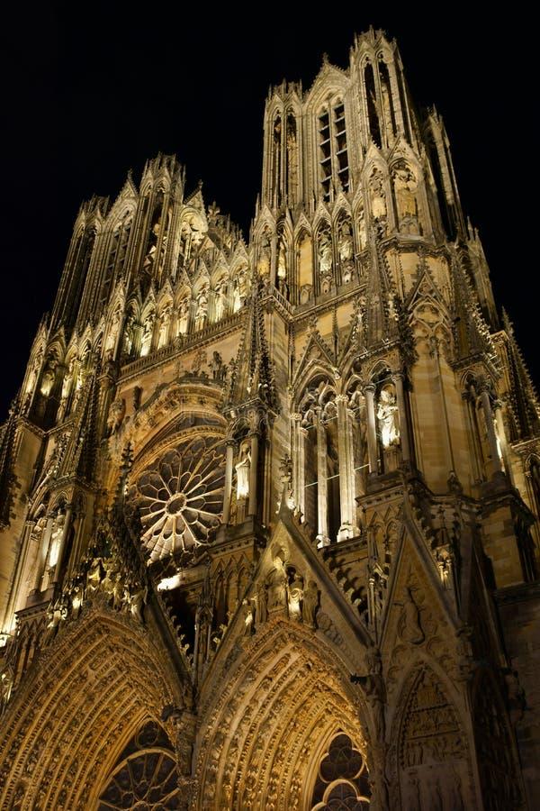 De Kathedraal van Notre-Dame DE Reims 's nachts, Frankrijk. royalty-vrije stock afbeeldingen