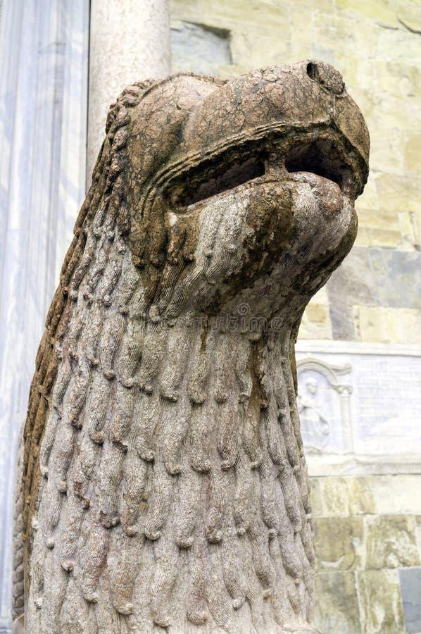 De Kathedraal van Parma, kolom-dragend leeuwdetail Het beeld van de kleur royalty-vrije stock fotografie