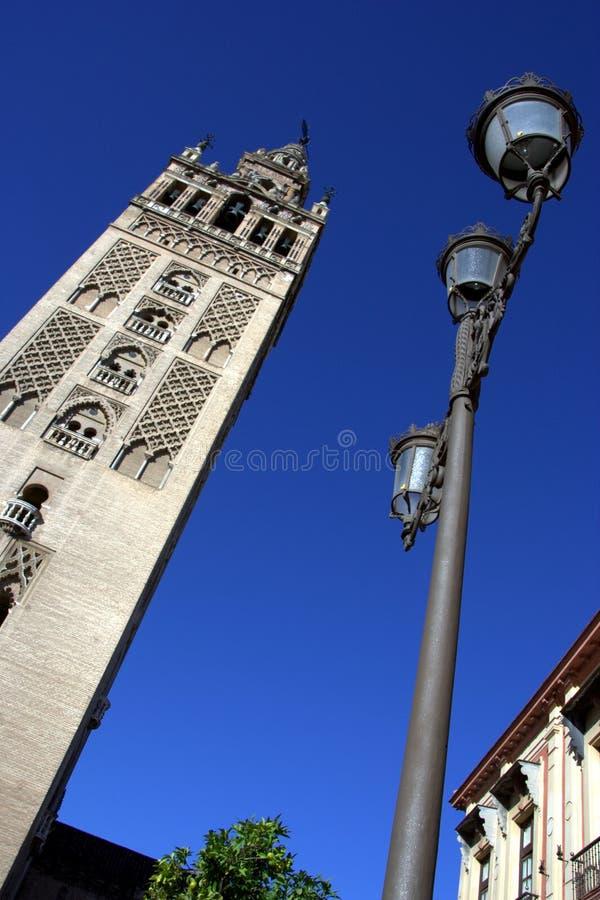 De kathedraalklokketoren van La Giralda in Sevilla stock afbeelding