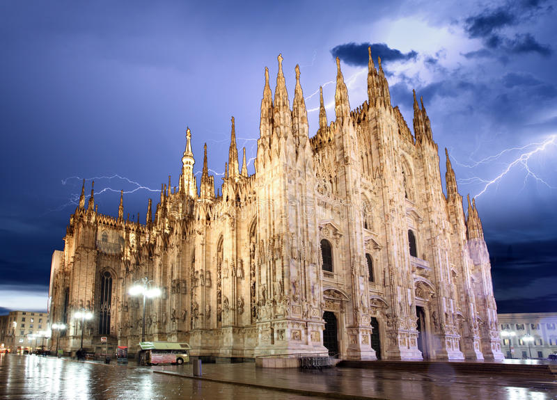 De kathedraalkoepel van Milaan - Italië royalty-vrije stock afbeelding