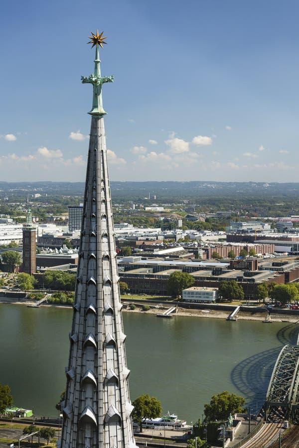 De Kathedraaltoren van Keulen, Duitsland, redactie stock foto