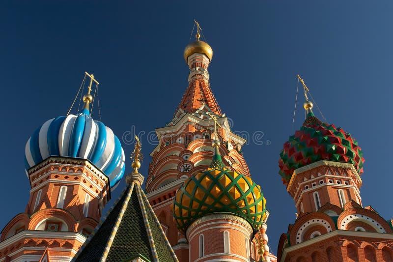 De kathedralenkoepels van het Basilicum van heilige. Moskou, Rusland. Close-up stock afbeelding