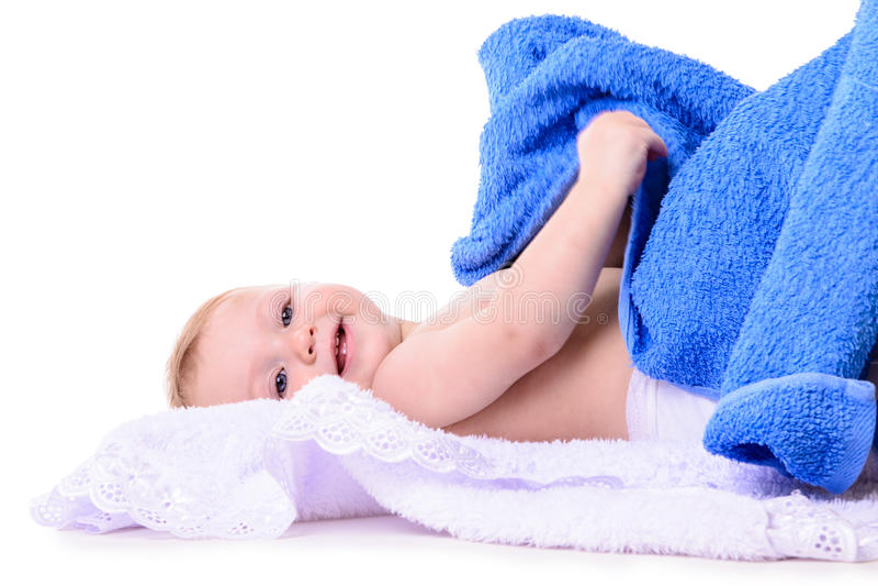 De Kaukasische baby ligt stock foto