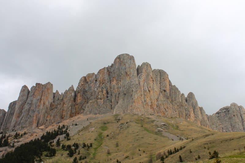 De Kaukasus, de Lente, berg, Rusland, panorama, hoogte, bergketen, sneeuw, landschappen, reis, in openlucht stock foto