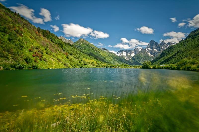 De Kaukasus, karachay-Cherkessia Gebied, Teberda-Reserve, Meer tumanly-Gel royalty-vrije stock fotografie