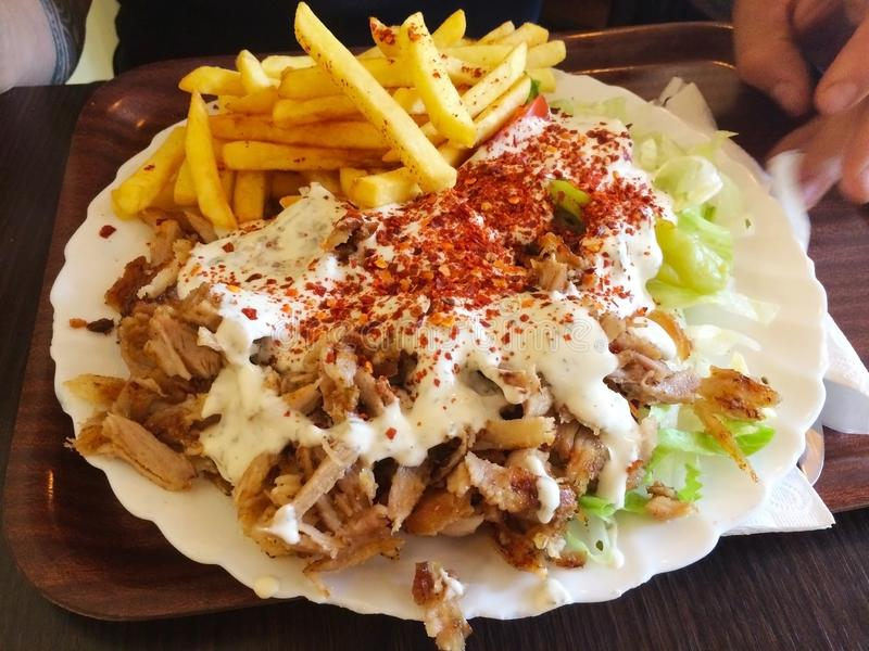 De kebabs zijn diverse gekookte vleesschotels, met hun oorsprong in de keuken Van het Middenoosten Vele varianten zijn populair d royalty-vrije stock afbeeldingen
