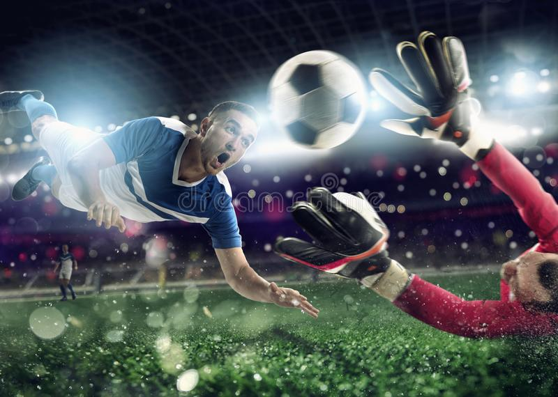 De keeper vangt de bal in het stadion tijdens een voetbalspel royalty-vrije stock afbeelding