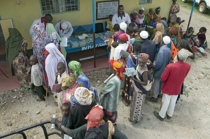 De Keniaanse vrouwen bevinden zich in lijn om gezondheidscontrole voor HIV/AIDS in Pepo La Tumaini Jangwani te krijgen, HIV/AIDS  stock afbeelding