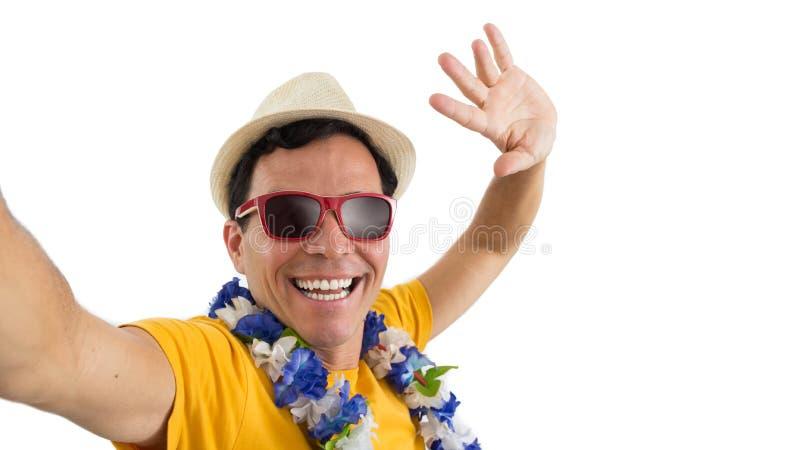 De kerel die van Nice een selfie nemen Hij ` s op zijn voeten Geïsoleerd op witte bedelaars stock foto