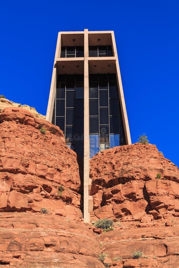 De kerk bouwde de Rode Rotsen in stock afbeelding