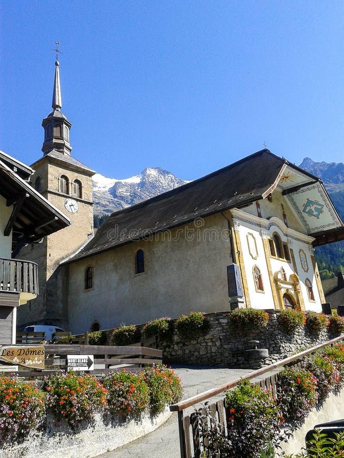 De kerk in contamines-Montjoi, Frankrijk stock foto