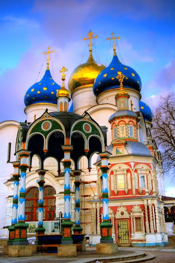 De Kerk drievuldigheid-St van Uspensky. Sergius Lavra stock foto's