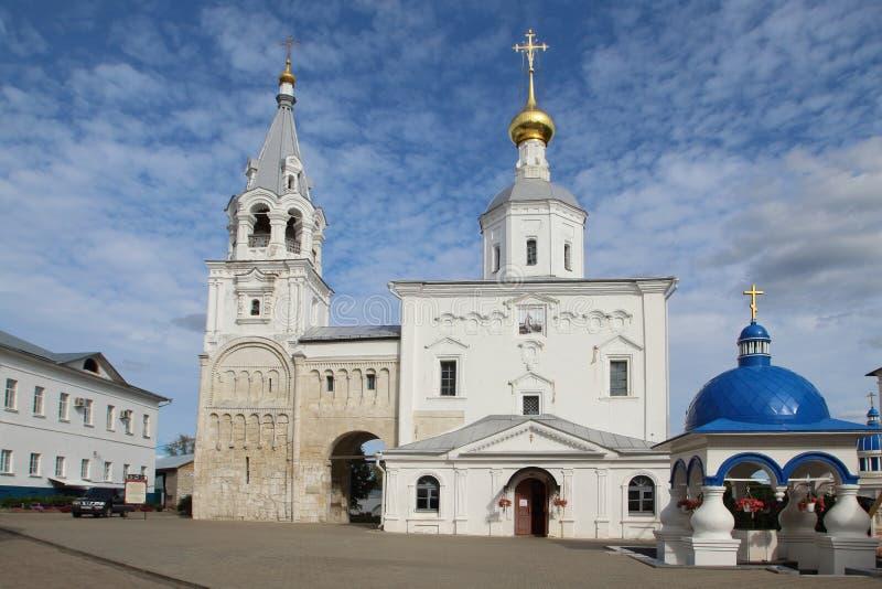 De Kerk en het museum in Bogoliubovo-Klooster, Rusland stock foto's