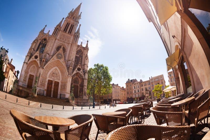 De kerk en de koffie van Basilique heilige-Epvre in Nancy royalty-vrije stock fotografie