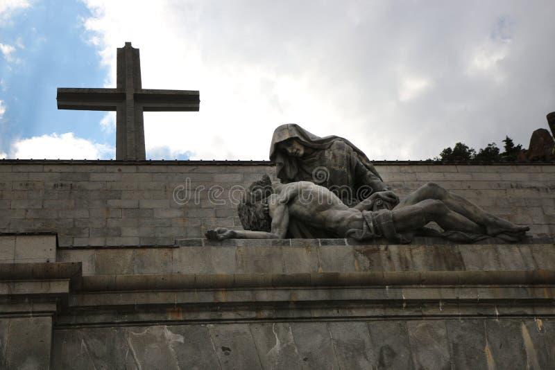 De kerk, het kruis, de Dame en Jesus van Madrid Escorial royalty-vrije stock afbeelding
