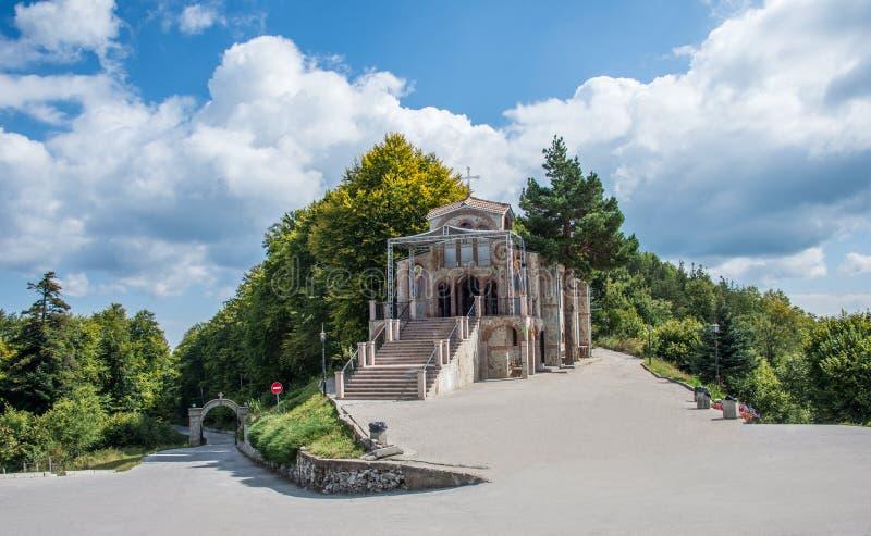 De kerk in Krastova-gora stock afbeeldingen