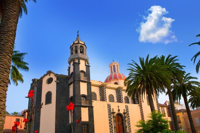 De kerk rode koepel van La Orotava Concepción stock afbeelding