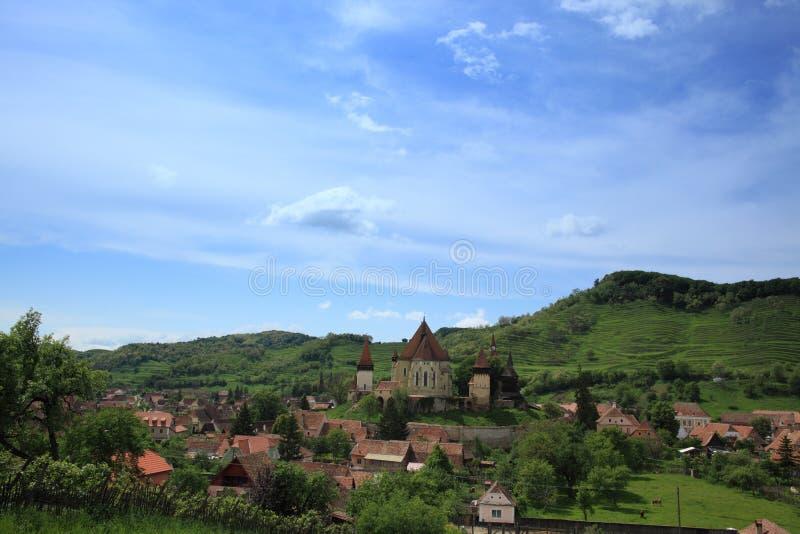 De kerk van Biertan en zijn dorp royalty-vrije stock afbeelding