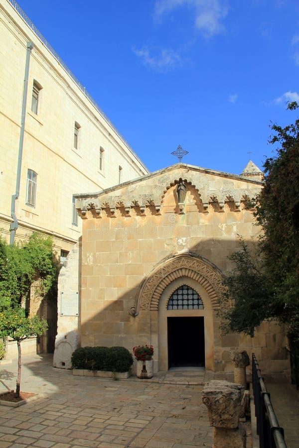De kerk van de Flagellatie en de tweede post houden Jesus Christ via Dolorosa tegen royalty-vrije stock afbeeldingen