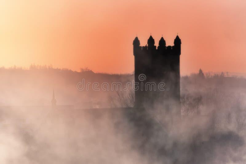 De Kerk van de Kilsythparochie in mist royalty-vrije stock foto