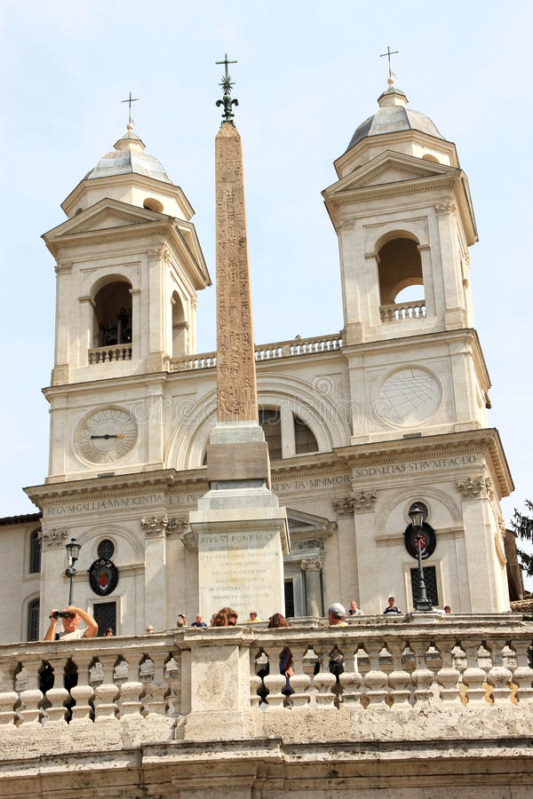 De kerk van deiMonti van Trinita en obelisk, Rome, Italië royalty-vrije stock fotografie