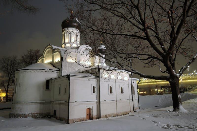 De kerk van heilige Anna in Moskou Zaryadyepark stock foto's