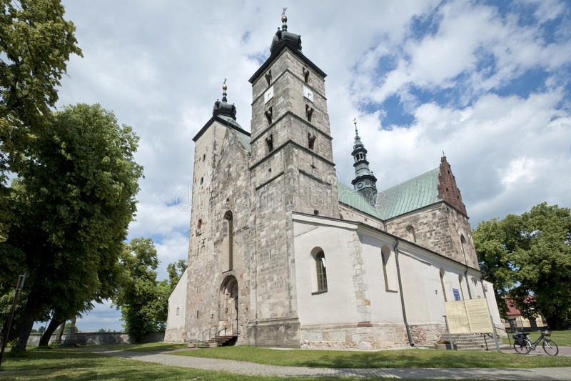 De Kerk van heilige Martin in Opatow, Polen stock afbeelding
